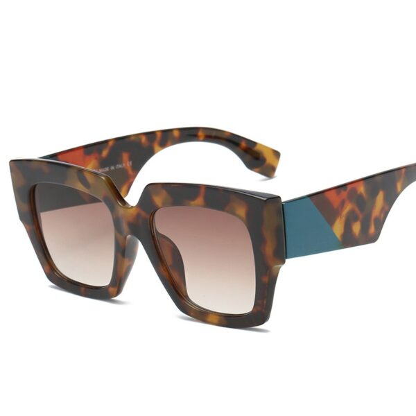 Square-Oversized-Sunglasses-Women-Luxury-Brand-2021-New-Designer-Gradient-Sun-Glasses-Big-Frame-Vintage-Eyewear-4.jpg